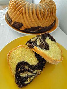 kudy-kam...: Olejová bábovka s jablíčkem Pancakes, Deserts, Baking, Breakfast, Food, Party, Sweet Recipes, Morning Coffee, Bakken
