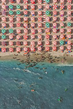 beach top-down perspective bird's-eye view overhead view umbrellas