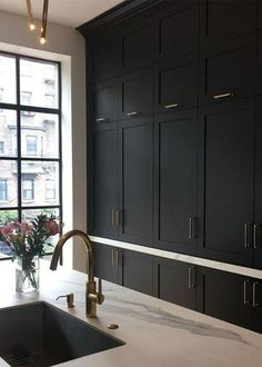 Luxurious black kitchen, Victorian style kitchen, shaker cabinets, brass handles on black cabinetry Kitchen Design inspo: Beautiful black kitchens - STYLE CURATOR Black Kitchen Cabinets, Black Kitchens, Cool Kitchens, Shaker Cabinets, Kitchen Black, Kitchen Countertops, Black Countertops, Oak Cabinets, Kitchen Cabinets Without Crown Molding