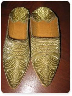 Here are some examples of different Babouche styles worn by women in Morocco and Algeria. First, a pair of hand made babouche from the Sahara made from wool. Then two styles of Moroccan babouche that are worn during holidays or wedding ceremonies. These are made from leather and gold (yes real!) thread.