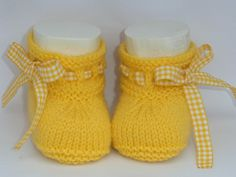 For the little ones knitting bootees with knitting needles two workshops bootees knitting needles workshops allesfunny – Artofit Image gallery – Page 480126010266377735 – Artofit Crochet Baby Boots, Knit Baby Dress, Knit Baby Booties, Knitted Baby Clothes, Baby Hats Knitting, Baby Knitting Patterns, Tricot Baby, Baby Bootees, Baby Girl Patterns