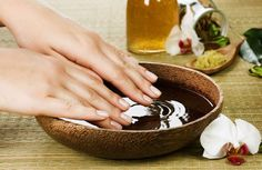 Nail Care Tips for healthy nails and beautiful hands Manicure Y Pedicure, Nail Spa, Manicure Types, Beauty Care, Beauty Hacks, Beauty Tips, Dry Cracked Hands, Best Acne Products, Nail Care Tips