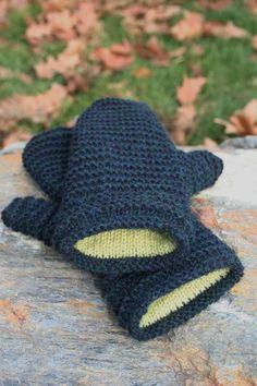 Double Lined Mittens Pattern by Amanda Lilley Designs. These look very cozy and toasty warm