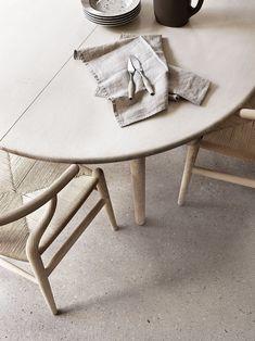 wooden-dining-table-wegner-wishbone-chairs-beige-grey-terrazzo-floor