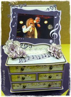 Mini-Kommode mit Bilderrahmen und Schubladen Dresser, Antiques, Mini, Crafts, Home Decor, Dressers, Picture Frame, Cabinet Drawers, Creative