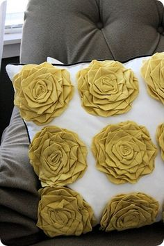 really cute yellow rosette pillow- might have to check out my fabric flower tut board and make one of these. maybe with just a couple of rosettes in the corner