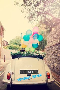 Get inspired by these ultra original wedding getaway car decor ideas and make the couple's exit ride one they will never forget! Wedding Fotografie, Wedding Photographie, Wedding Bells, Our Wedding, Dream Wedding, Wedding Vintage, Wedding Dreams, Wedding Ideias, Just Married Car