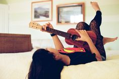 I want to learn to play the ukelele this summer :)