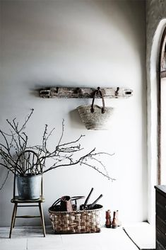 46 Rustic House Interior To Make Your Home Look Outstanding - Home Decoration Experts Wabi Sabi, Deco Champetre, Decoration Entree, Deco Retro, Interior Decorating, Interior Design, Interior Styling, Rustic Interiors, Modern Rustic