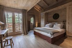 """The hotel Le Cerf Amoureux (the name translates as """"loving deer"""") offers to plunge into the unique atmosphere of a traditional Alpine chalet, which has ✌Pufikhomes - source of home inspiration Chalet Chic, Chalet Style, Chalet Design, Wooden Cottage, House Inside, Mountain Homes, Beautiful Interiors, Interior Design, Alpine Chalet"""