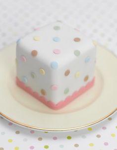 """ (via Cupcakes♥Mini cakes) "" Pretty Cakes, Cute Cakes, Fancy Cakes, Mini Cakes, Fondant Cakes, Cupcake Cakes, Polka Dot Cakes, Polka Dots, Mini Wedding Cakes"
