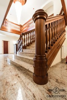Wooden Staircase Railing, Wood Stairs, Staircase Design, Door Design Interior, Unique House Design, Decoration, Design Color, Ideas, Wooden Door Design
