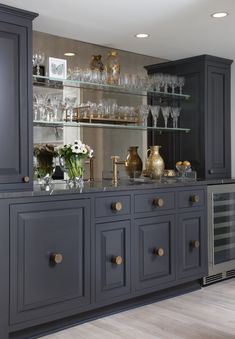 65 Best and Cool Home Bar Design Confused to make a bar room? On the topic of design for our favorite home is to discuss the design of the bar room that will be in our home. Home Wet Bar, Diy Home Bar, Bars For Home, Pantry Interior, Home Interior, Kitchen Interior, Deco Cool, Living Room Bar, Dining Room With Bar