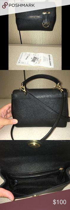 4dc0efa2962 Michael Kors Crossbody Bag Used less than 5 times. Practically brand new.  Includes receipt. Poshmark