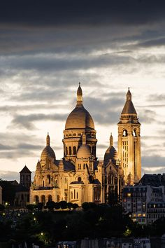 Le Sacré Coeur at twilight, Paris, France