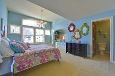 Carpet, Traditional, Built-in bunk beds, Window seat, Chandelier, Arched