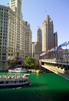 St. Patrick's Day Chicago | Dying The Chicago River Green: A St. Paddy's Day Tradition