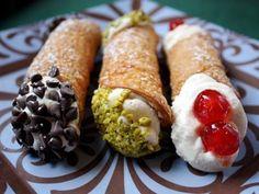 Hogy mi is az a cannoli?Egy tésztaroló, amit egyszerűen ricottakrémmel töltenek meg. Ettől azért még nem hívhatnánk Szicília híres süteményének....