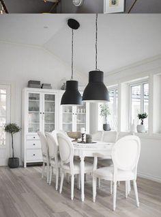 Deze lampen, elk in een deel van de ruimte. Een even aantal kiezen en symmetrisch ophangen.