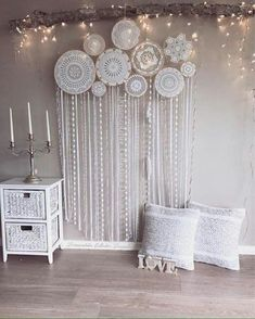 Big dream catcher that decorates the whole wall - amazing! With feathers and flowers # dream catcher # girls room # dreamy # bedroom inspiration Dream Catcher Bedroom, Dream Catcher Decor, Doily Dream Catchers, Custom Wall Murals, Bedroom Decor, Wall Decor, Bedroom Ideas, Home And Deco, Diy Wreath