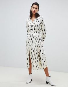 b42a705f133c ASOS DESIGN pleated maxi dress with long sleeves and collar in contemporary  print Automne Hiver,