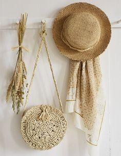 DIY mode: un sac rond en crochet - Marie Claire Mode Crochet, Crochet Motif, Diy Accessoires, Diy Bags Purses, Diy Mode, Summer Colors, Boho Decor, Diy Fashion, Lana