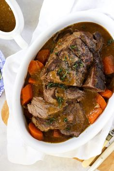 SLOW COOKER BEEF JOINT - This simple Slow Cooker Beef Joint recipe is the easiest and most delicious pot roast. Pop your meat and vegetables in to stew in the morning and then blend the gravy before serving. So tasty! Roast Beef Gravy, Cooking Roast Beef, Slow Cooked Beef, Roast Beef Recipes, Chicken Recipes, Slow Cooker Beef Joint, Slow Cooker Chicken, Tartiflette Recipe, Easy Pot Roast