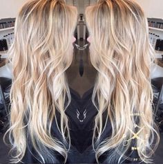 long wavy blonde hairstyle for thin hair