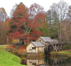 A water mill & water wheel, somewhere in the USA. Country Barns, Old Barns, Country Life, Beautiful World, Beautiful Places, Beautiful Pictures, Water Powers, Water Mill, Country Scenes