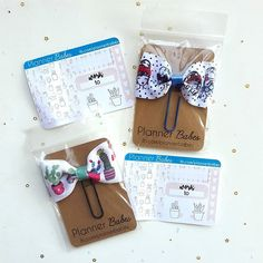 How cute are these bows by @plannerbabes?  There were actually 3 different bows; the one not pictured was a navy blue bow with a floral pattern. And I love the little samplers too!  Each guest at the @riversideplannergirls #sailormoon meetup received one bow and one sampler in their swag bag!      #riversideplannergirls #planner #planneraddict #plannercommunity #plannergirl #plannernerd #plannerbabes