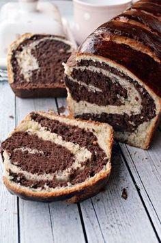 Puha, foszlós, kakaós... Hungarian Desserts, Hungarian Cake, Hungarian Recipes, Pastry Recipes, Cake Recipes, Dessert Recipes, Bread And Pastries, Dessert Drinks, Creative Cakes