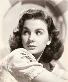 May 2020 - Actresses from the Golden Age of Entertainment 1900 - 1960 *. See more ideas about Actresses, Old hollywood and Hollywood. Old Hollywood Movies, Hollywood Icons, Vintage Hollywood, Hollywood Stars, Hollywood Glamour, Classic Hollywood, Hollywood Cinema, Vintage Glam, Vintage Girls