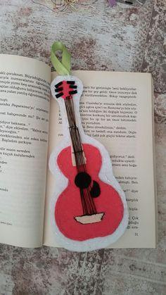 Müzik severlere ... #Guitar #Pink #bookmark #kitapayrac #pembe #gitar