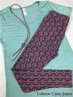 OUTFIT OF THE DAY! Small - Classic T $35 OS Leggings $25 $60 FREE SHIPPING         #lularoe #llr #llrootd #ootd #llrleggings #lularoesale