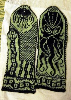 Cthulhu knitted mittens pattern | Fair Isle format | I want to try them in Tunisian crochet. It's just a chart, right? How hard can it be?