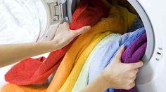 Zapáchající a ztvrdlé ručníky už neřeším: Tento trik od známé je úžasný, takové prádlo a čistou pračku jsem neměla roky!   České vychytávky