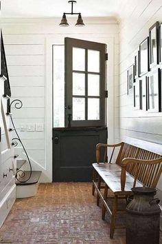 Ideas dutch door with screen house Exterior Doors, Interior And Exterior, Interior Design, Dutch Door Exterior, Diy Exterior, Interior Plants, Interior Ideas, Vestibule, Garage Door Design