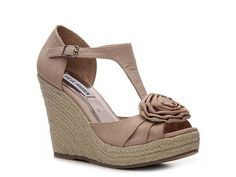 http://www.dsw.com/shoe/sm+women%27s+veta+wedge+sandal?prodId=241127=SEARCH