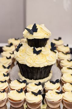 Giant Cupcake and Regular Cupcakes with Icing Butterflies. Giant Cupcakes, Beautiful Wedding Cakes, Icing, Butterflies, Desserts, Food, Tailgate Desserts, Deserts, Essen