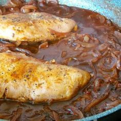 Chicken breast with onion - wine sauce - Chili con carne - Beef Stroganoff Easy Beef Chili Recipe, Chili Recipes, Sauce Recipes, Whole30 Recipes Lunch, Healthy Chicken Recipes, Cooking Recipes, Chorizo And Potato, Beef And Potatoes, Benefits Of Potatoes