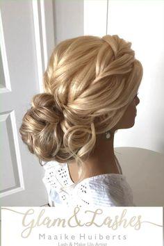 In dit bruidskapsel zijn clip-in extension verwerkt, deze zijn te huur bij mij voor je bruidskapsel. Neem voor in contact op via link #bruidskapsel #bridalupdo #updo Wedding Hair And Makeup, Wedding Updo, Bridal Makeup, Hair Makeup, Curled Hairstyles, Wedding Hairstyles, Lose Updo, Bridesmaid Hair, Hair Dos
