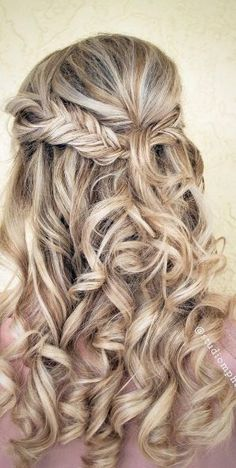 Featured Hairstyle: Studio Marie-Pierre; www.studiomariepierre.com; Wedding hairstyle idea.
