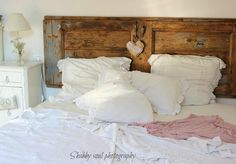 Heres another door headboard--just one that they mounted sideways. Also kinda cool Shabby Soul:My New Bedroom - some details Pretty Bedroom, Shabby Chic Bedrooms, Cozy Bedroom, Dream Bedroom, Bedroom Decor, Romantic Bedrooms, Country Bedding, Rustic Bedding, Pink Bedrooms