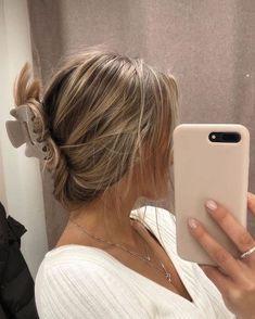 Looks Style, Looks Cool, Hair Inspo, Hair Inspiration, Prp Hair, Jennifer Aniston Hair, Aesthetic Hair, Gold Aesthetic, 90s Hairstyles