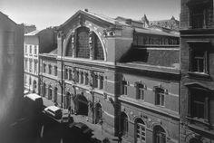 Fotó: Budapesti vásárcsarnokok a századfordulótól napjainkig Budapest, Louvre, Building, Travel, Viajes, Buildings, Destinations, Traveling, Trips