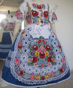 """Képtalálat a következőre: """"szomorú pamukos kalocsai"""" Folk Costume, Costumes, Short Sleeve Dresses, Dresses With Sleeves, Apron, Hungary, Fashion, Embroidery, Flowers"""