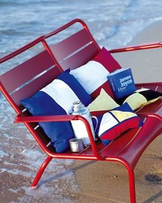 Des coussins aux motifs marins /Pillows with marine design, blue, white and red, summer