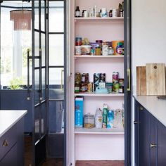 Kitchen pantry design Kitchen Pantry Design, Open Plan Kitchen, Kitchen Interior, Kitchen Ideas, Dyi, Singer Sewing Tables, Cabin Bunk Beds, 25 Beautiful Homes