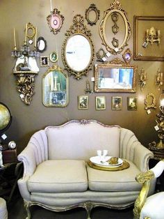 25+ Awesome Vintage Mirror Gallery Decorating Ideas for Your Home #mirror #mirrordesigns #mirrordecor
