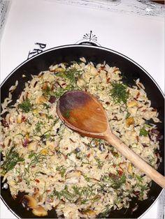 Dziś zapraszam Was na ekspresowe danie z patelni. Szybki koperkowy smażony ryż z jajkiem i pieczarkami. Pyszny, prosty w przygotowaniu, sycący posiłek z
